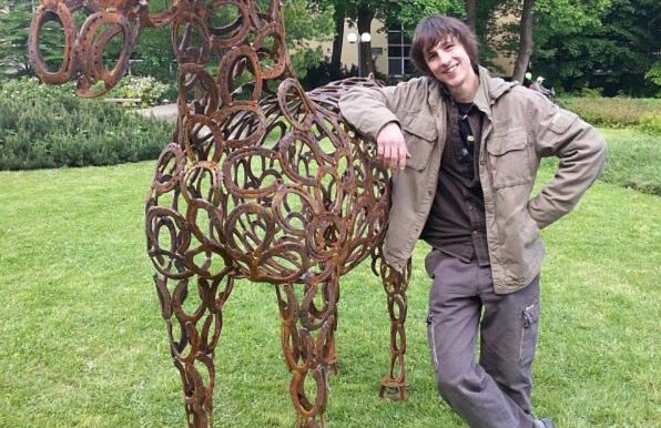 Mladí a neklidní: Petr Vaněk - mladý kovolitec tvoří ze šrotu neobvyklé umění